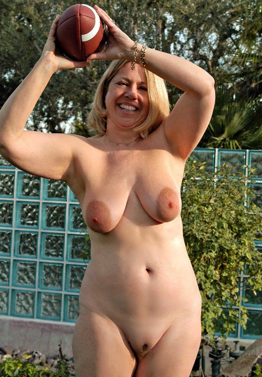 middle aged nudist sex pictures