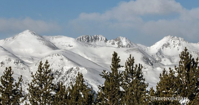 Panoramiques nevades del #PallarsSobira avui des dels 2000m de fàbula
