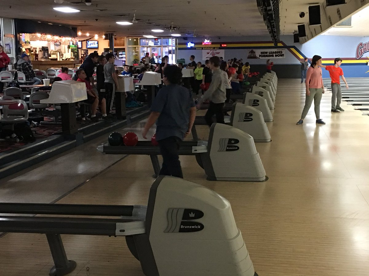 130+ middle school bowlers @SeamanSchools #SchoolActivities #TheOtherHalfOfEducationpic.twitter.com/WNEpDCn4Wl