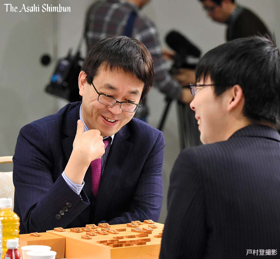 t.asahi.com/oajc #朝日杯将棋オープン戦 の本戦が13日、名古屋市で開幕しました。公…