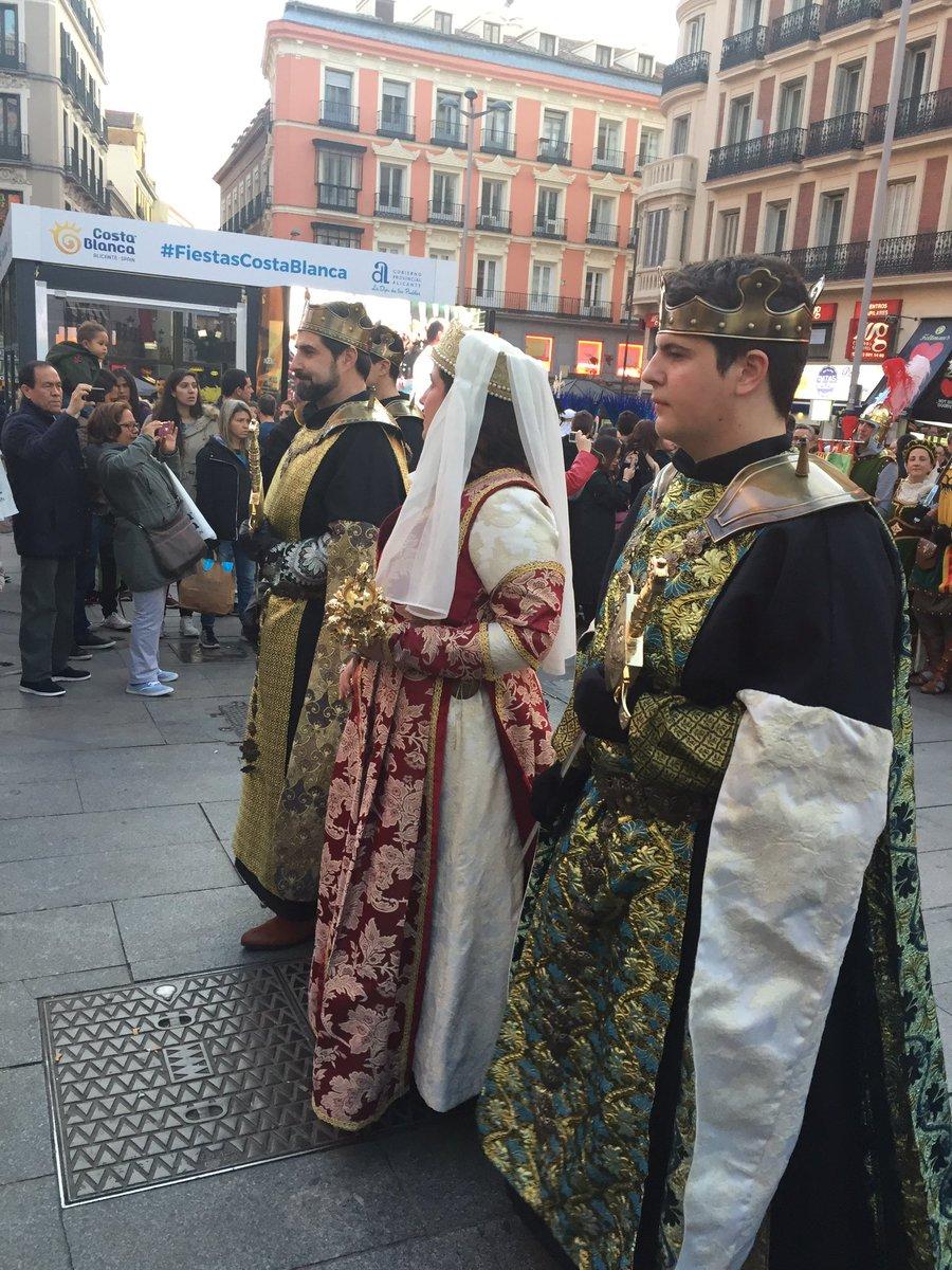 Aki en Madrid k nos encontramos con esto 😊😱😊😱 #FiestaCostaBlanca https://t.co/LqbXeIONIc