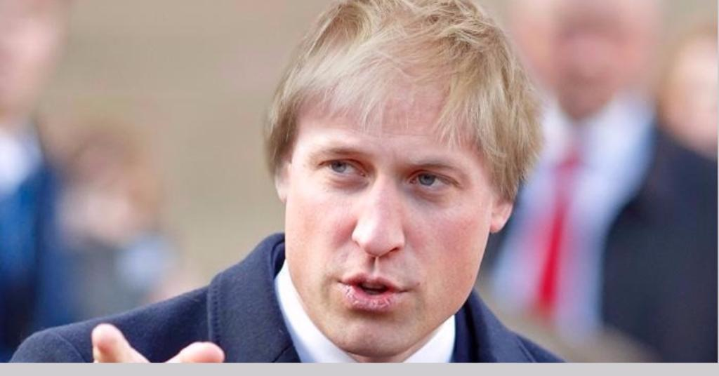 Who's hair is that on Prince William's head?!   https://t.co/9yMHTlI2bH