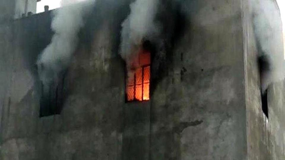 #BREAKING | 17 killed as fire breaks out at factory in Delhi's Bawana, rescue ops on https://t.co/JkqVHL2XD6  @KarnHT reports