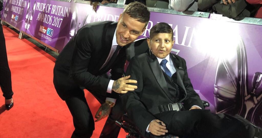I met Moin when I was at the @PrideOfBritain Awards, he is so brave and inspiring! Doctors have found a new treatment for his rare condition and @MoinFund are looking to raise the money. Join me and let's get Mo his treatment! https://t.co/hNwmYrXeuA  #1Mo https://t.co/zaQw7ANP58