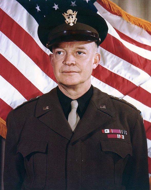 #TalDiaComoHoy en 1953 Dwight D. Eisenhower asume el cargo de presidente de los Estados Unidos. https://t.co/VuX0SVk8qW
