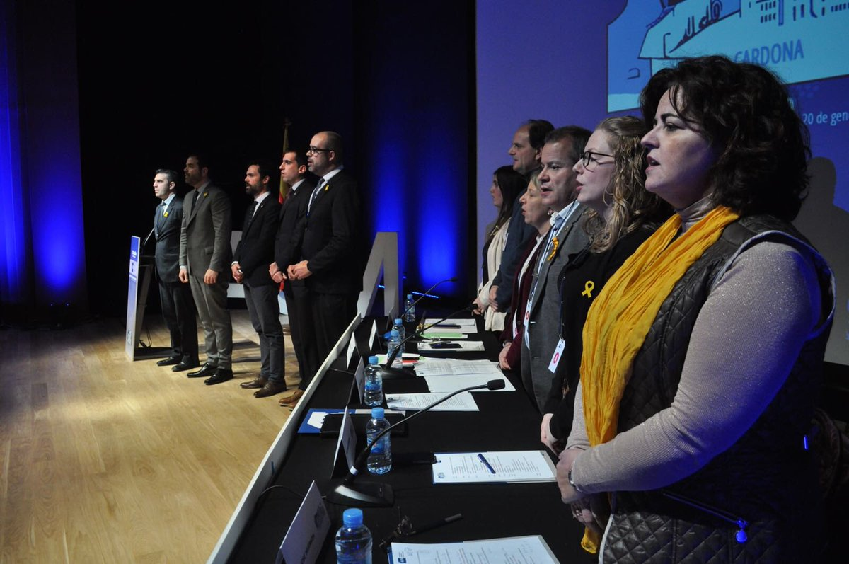 RT @ACM948: Acaba l'#AssembleaACM amb el Cant dels Segadors i crits de 'llibertat' https://t.co/2D44czTvUR