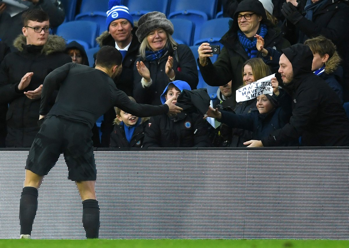 .@hazardeden10 gave his shirt to a young...