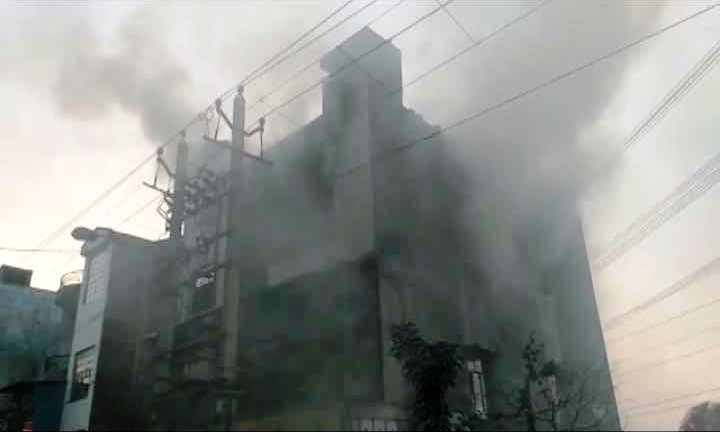 #UPDATE #Delhi: Three separate incidents of fire in #Bawana industrial area, 17 dead https://t.co/fGUcGZ0UDa