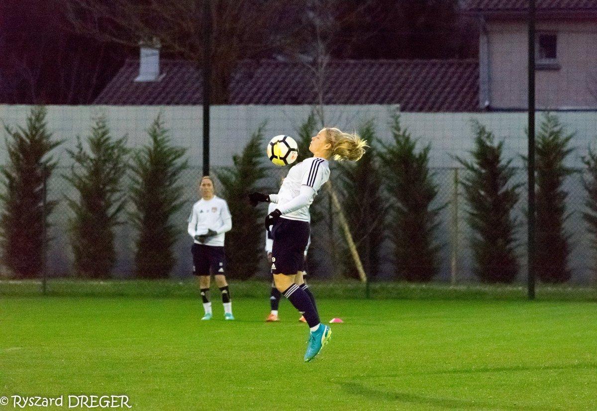 Direction l'entraînement pour préparer le match de demain contre le Paris FC ! Bon week-end à vous ! 😉 @OL https://t.co/0YqAaa0zzm