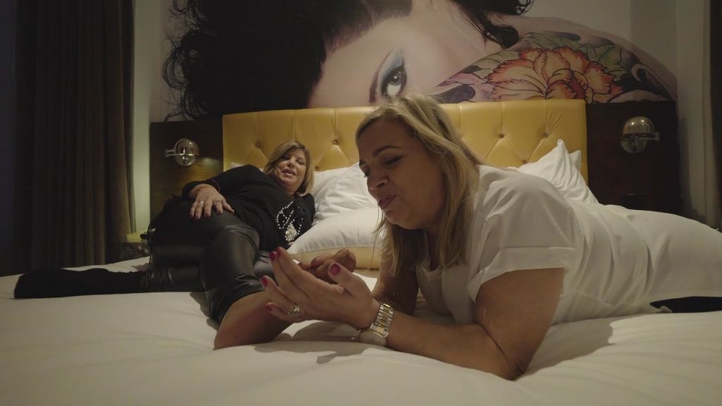 Carmen masajea a Terelu a cambio de 20 d...