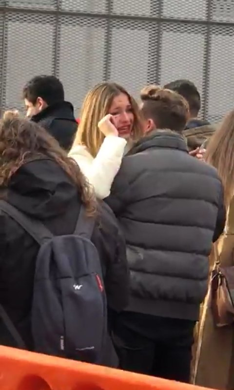 Mireya se emociona y Raoul la abraza. 😍...