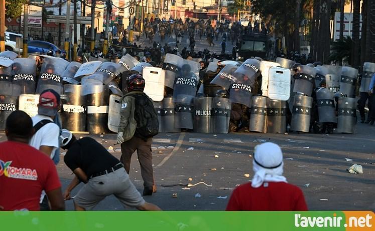 Échauffourées au Honduras lors des manifestations contre le gouvernement https://t.co/hxG7EIcBnE