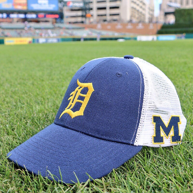 We have our hats picked out for today's game. Who ya got? #GoGreen #GoBlue #GoTigers https://t.co/2ZucDXhg9K