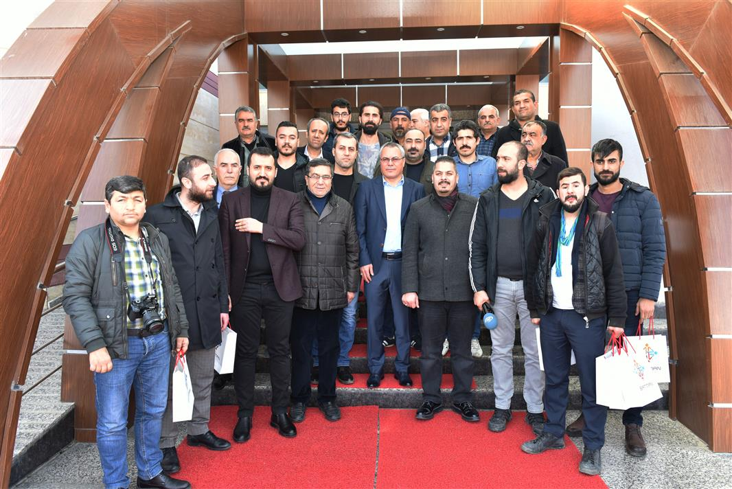 RT @batmanvaliligi: Vali Ahmet Deniz Basın Mensuplarıyla Kahvaltıda Buluştu @denizahmet111  https://t.co/M8Ftc7FSoN https://t.co/dNN2ziqM59