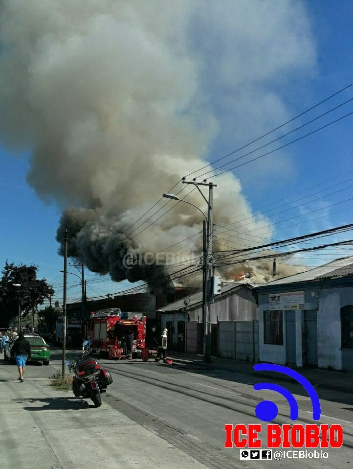 Concepción: Incendio en casa de 2 pisos