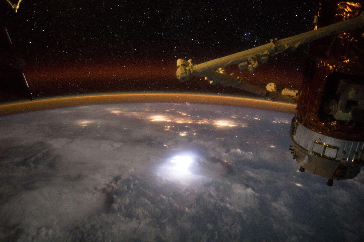 番組は、無事に終了しました。 3時間って「あっ」という間でした。ちなみに、ISSから地球への帰還も、…