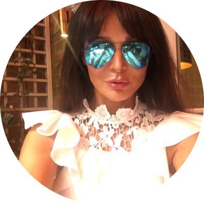 RT @talkRADIO: Coming up: TV presenter and model @lizziecundy talking to @DrPamSpurr about all things #showbizz https://t.co/ZkZaTcCE9L