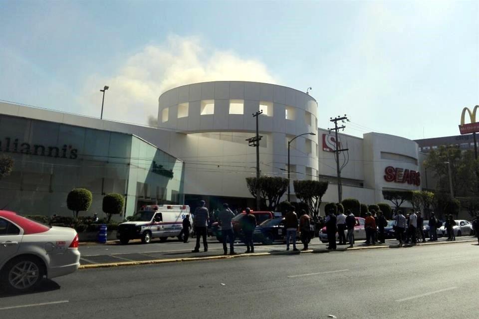 El incendio en restaurante de Plaza Univ...