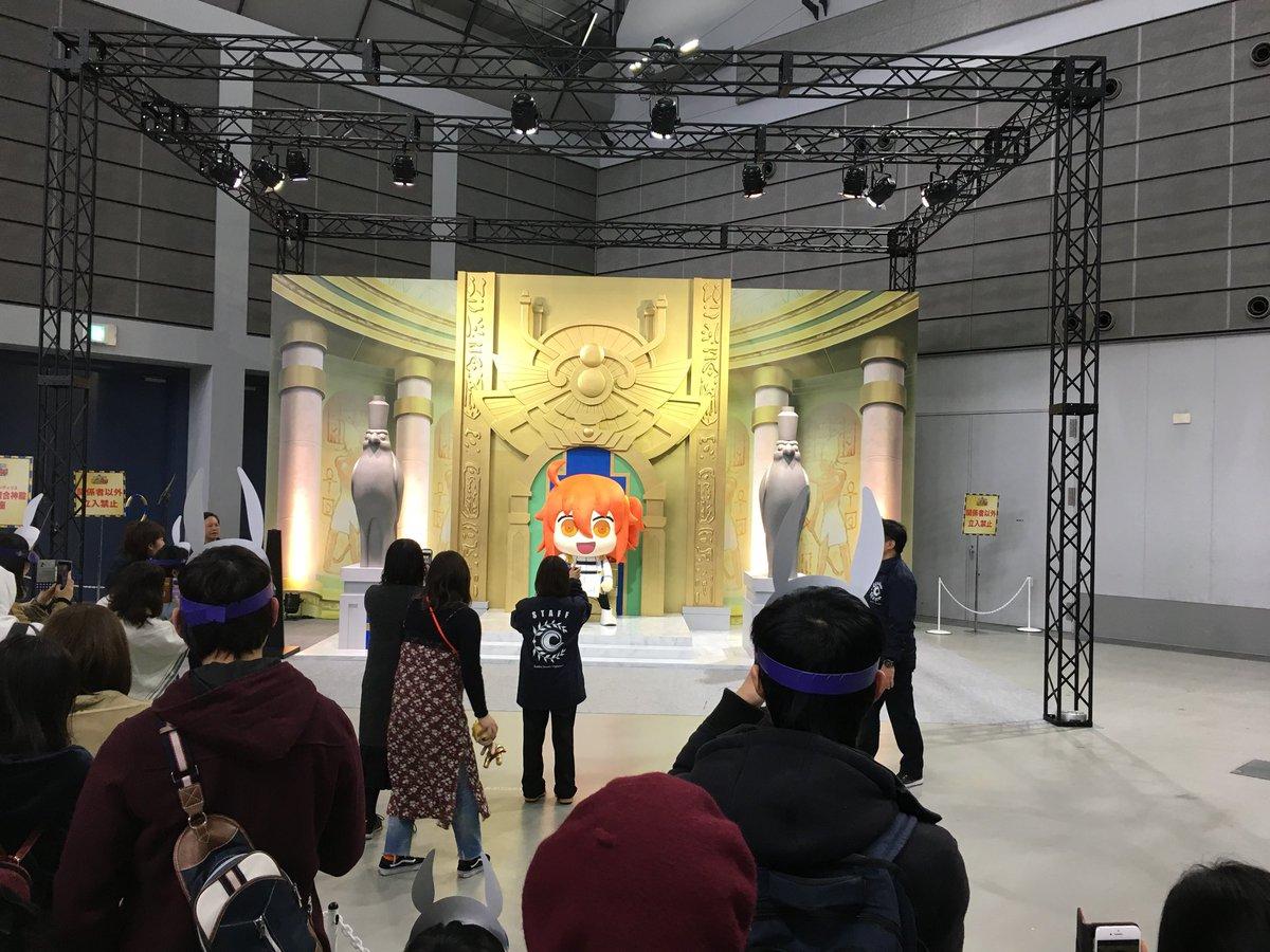 光輝の大複合神殿(ラムセウス・テンティリス)の玉座記念撮影スペースにぐだ子乱入ww  😳職業ファラオ…