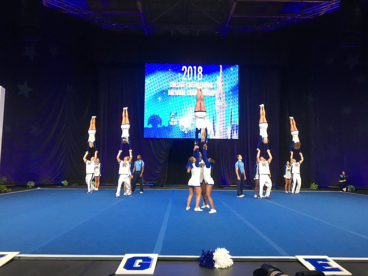 The Memphis Tigers had the whole crowd on their feet! #GoTigers #UCAnationals 🔵⚪️🐯 https://t.co/Nvqlcv0gxG