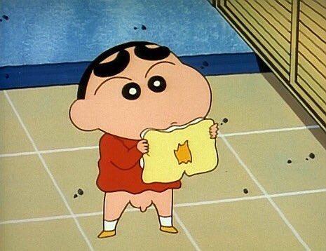 「ぬい物をするゾ」 ズボンが破けちゃったオラ。母ちゃんにズボンをぬってもらう隣でオラもぬい物をしてみることにして…