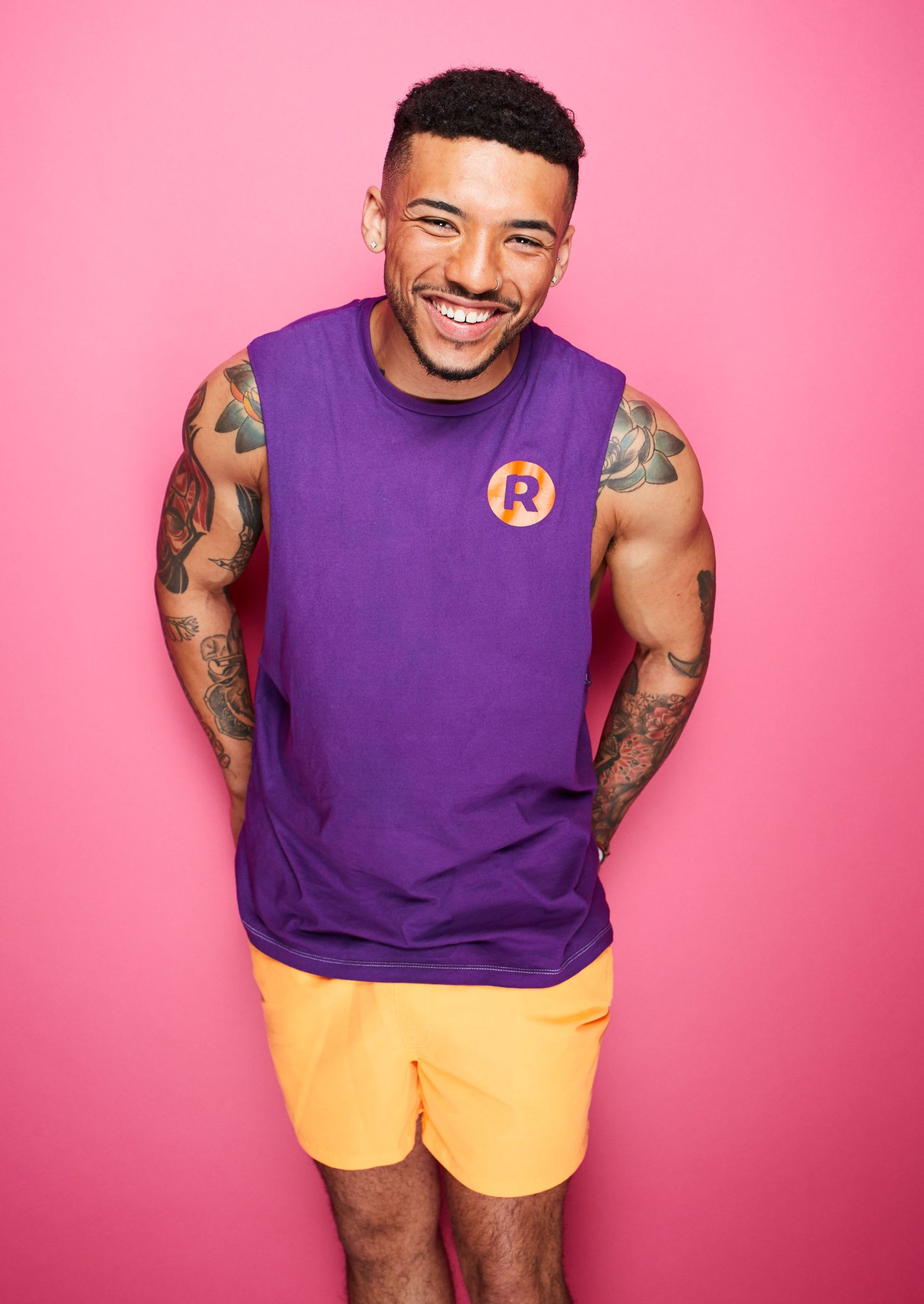 Who's this guy? 👇🏼  Find out in @IbizaWeekender tonight 9pm @itv2 ☀️❤️🌴 #IbizaWeekender https://t.co/dDecvz6ukk