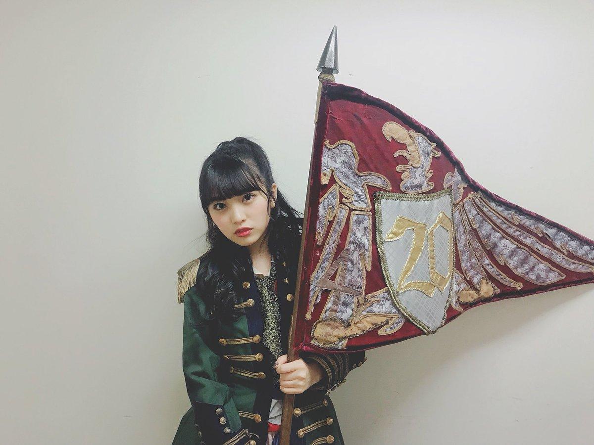 """ユニットは「鏡の中のジャンヌ・ダルク」! """"20""""の旗持てて嬉しかった🚩 #成人…"""