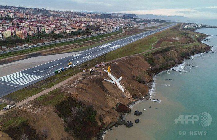 【まさに間一髪、「滑走路外れた旅客機、海に転落寸前で停止 トルコ」】 運良く、死傷者は出ていないとい…