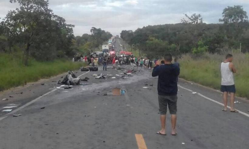 Corpos das vítimas do acidente na BR-251 são encaminhados para necropsia e identificação https://t.co/IbgZ6EdB4A