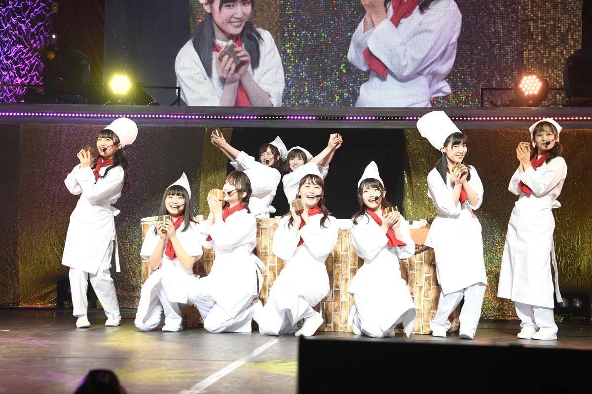 成人式コンには39人(冨吉さん、加藤さんが不参加)が参加。冒頭の全体曲に続いて、各グループごとに披露…