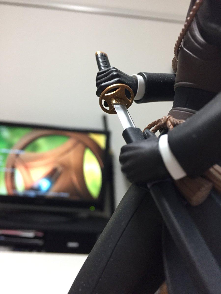 花丸EDで最後に映ってる鍔は燭台切光忠のものです本当にありがとうございます来週我々は神風動画の作画に…