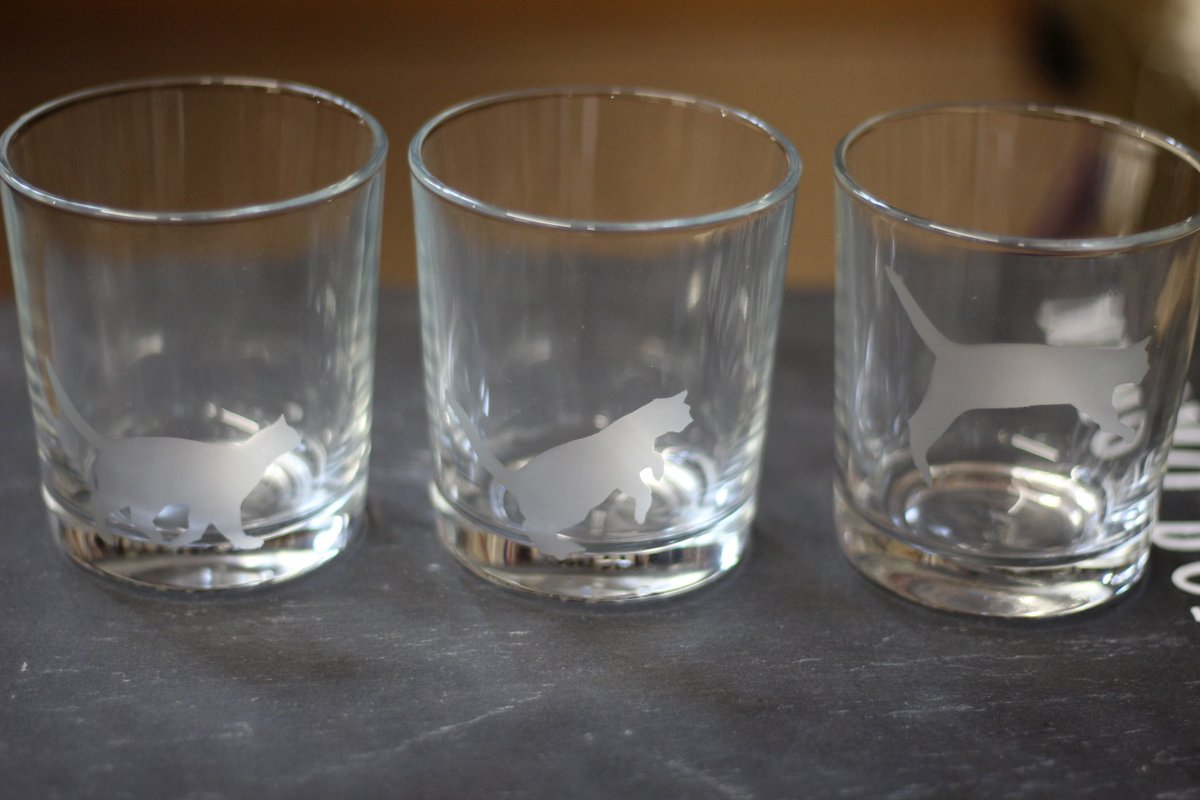 Hand etched jumping cat glasses, available from  http:// Facebook.com/hanmadeinsalis bury &nbsp; …  #HandmadeHour #cats #glasses #UKGiftHour<br>http://pic.twitter.com/uSkzlAEhLk