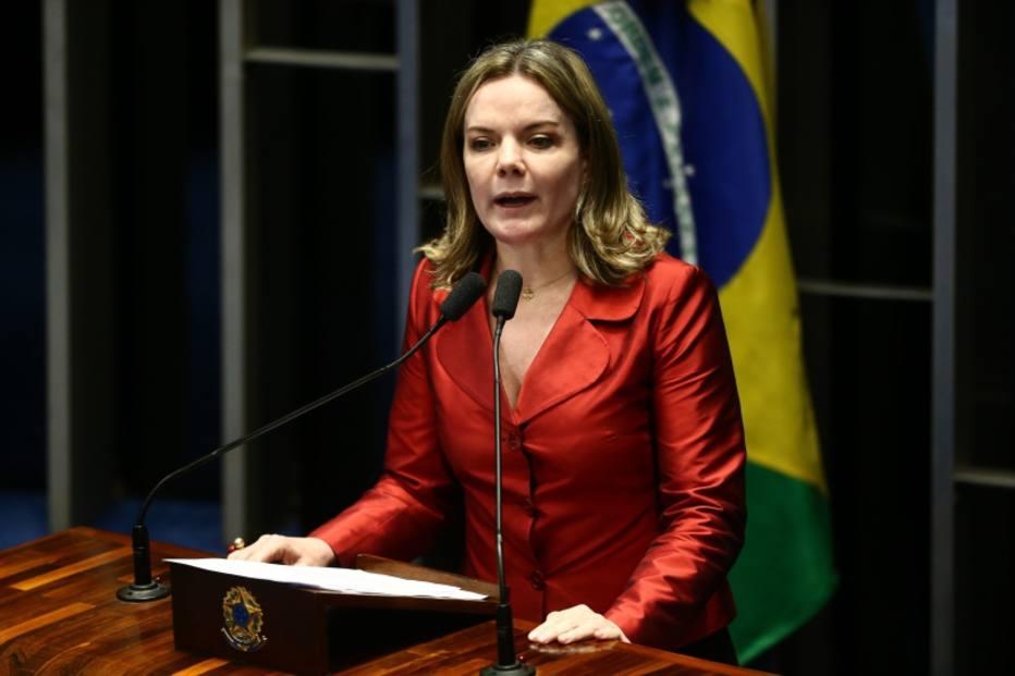Presidente do PT confunde faixa de torcida e vê apoio a Lula em estádio alemão; veja https://t.co/SiT2ZtLcAX -via @esportefera