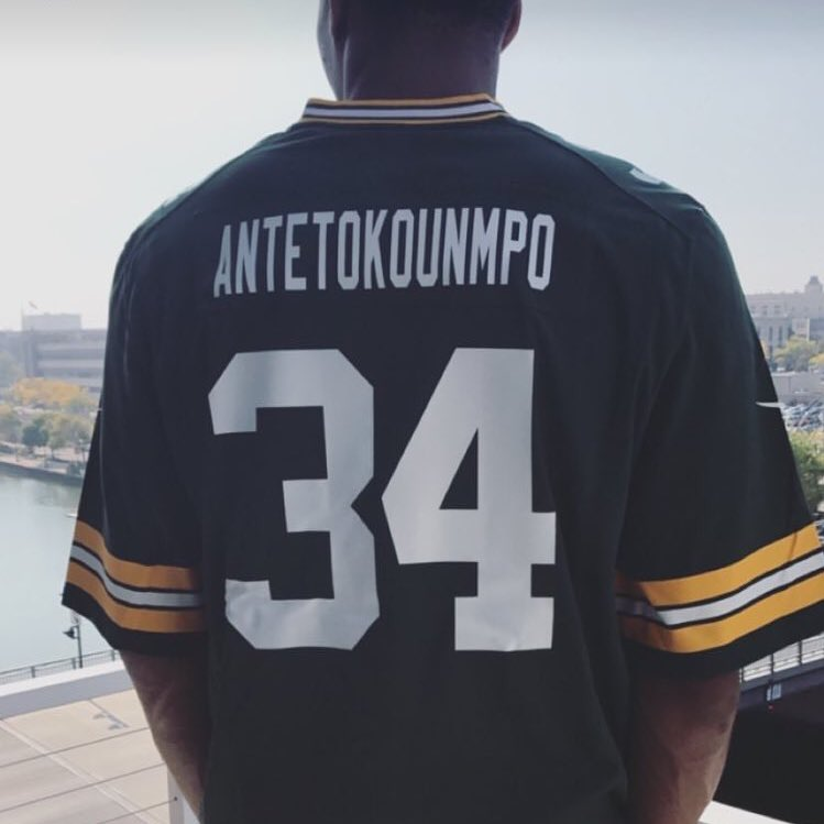 Because he supports the @Packers!!  Giannis Antetokounmpo #NBAVote  🌟 RT = Vote 🌟