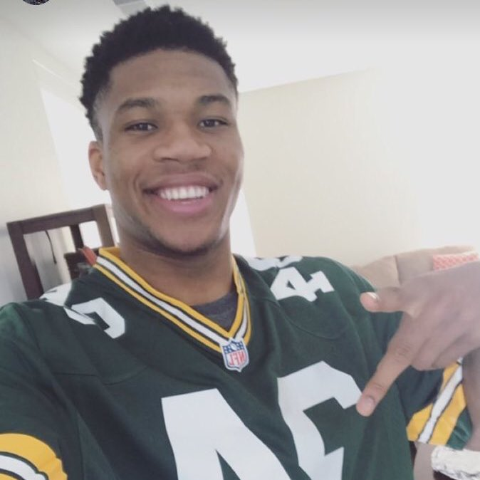 Because he supports the @Packers!!  Giannis Antetokounmpo #NBAVote  ???? RT = Vote ???? https://t.co/vMqLCD98Se