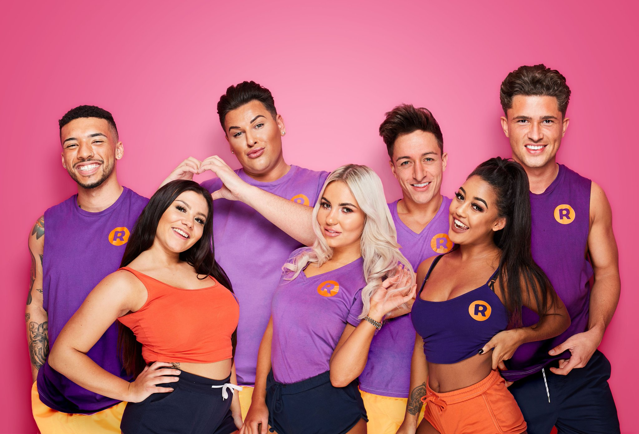There's a NEW guy in NEW #IbizaWeekender 👀☀️🌴❤️ Tonight 9pm @itv2 https://t.co/uxEDqt0bml