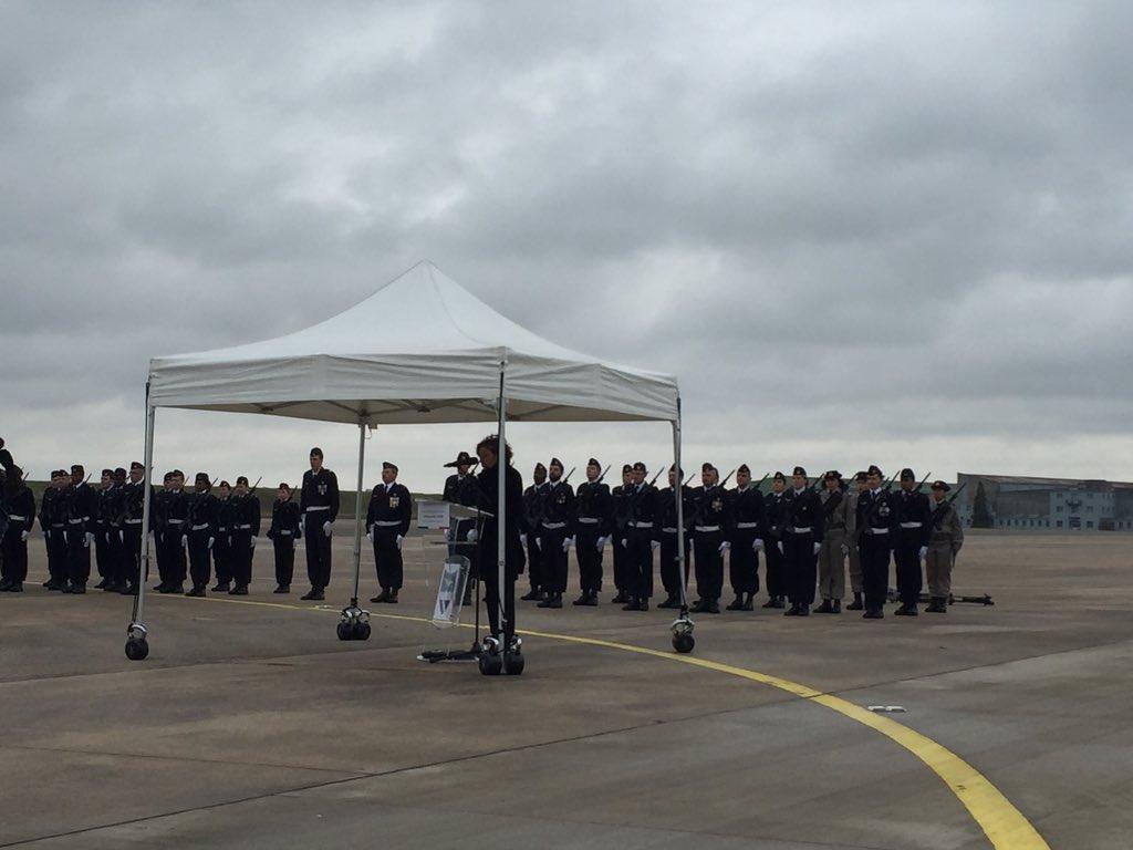 أول طائرة C-130J Super Hercules تنضم لجناح النقل الجوي بالقوات الجوية الفرنسية DTk0Gs7XUAAgdST