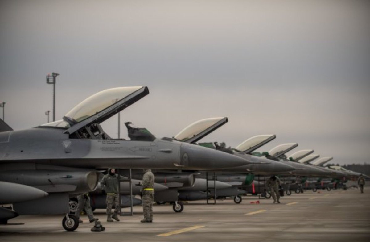 Twelve US F16 fighters from Ohio arrived at Ämari air base in Estonia yesterday. Visiting.