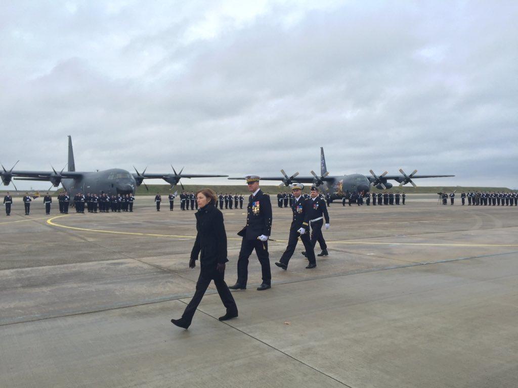 أول طائرة C-130J Super Hercules تنضم لجناح النقل الجوي بالقوات الجوية الفرنسية DTkw1FbWAAAeTuR