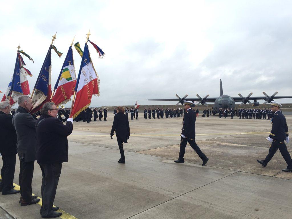 أول طائرة C-130J Super Hercules تنضم لجناح النقل الجوي بالقوات الجوية الفرنسية DTkw1GQX0AAg56R