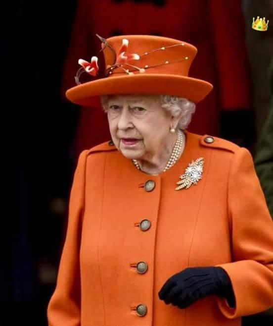 RT @NoOoOoOuRi: بينما الملكة التسعينيه 'اليزابيث الثانية' ترتدي الوان مبهجة وانا ارتدي الاسود والغوامق 💔 https://t.co/wrhErKX9yi