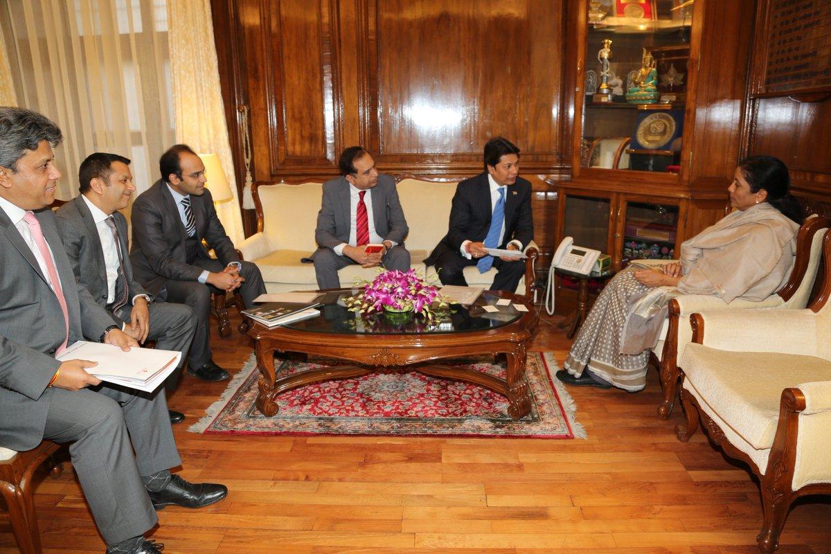Delegation led by Shri Sandeep Jajodia, President, ASSOCHAM called on Smt @nsitharaman https://t.co/Q5rgUGy48h