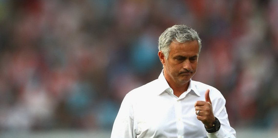 Manchester United's unbeaten run in 2016-17 (25) lasted longer than Manchester City's in 2017-18 (22).
