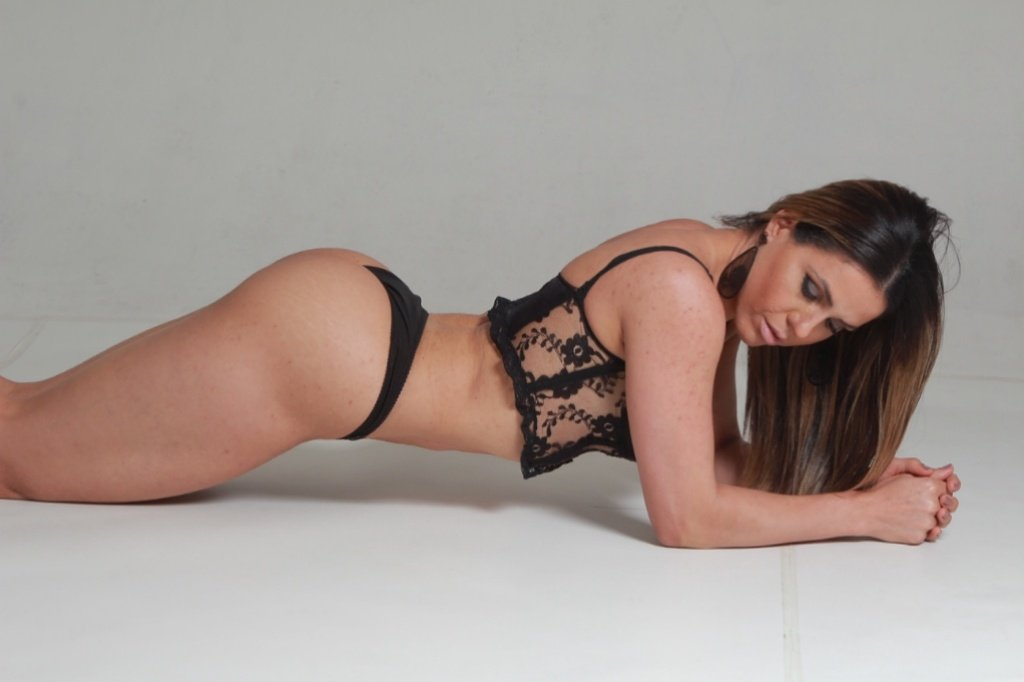 RT @BabesTower: Tower Bridge Babes Massage best place to relaxing in central London to book Patricia 07858069920 https://t.co/1jxJiA69Eh