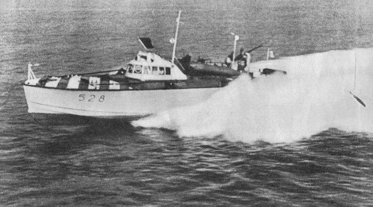 【ラドガ湖での海戦】1942年5月から1943年6月まで続いたラドガ湖での伊海軍の作戦。フィンランド軍支援の為に派遣された伊海軍の第12MAS艇戦隊はソ連の輸送船団を攻撃し、ソ砲艦「ビラ」を始めとする艦船を撃沈した。レニングラード包囲戦にも参加。
