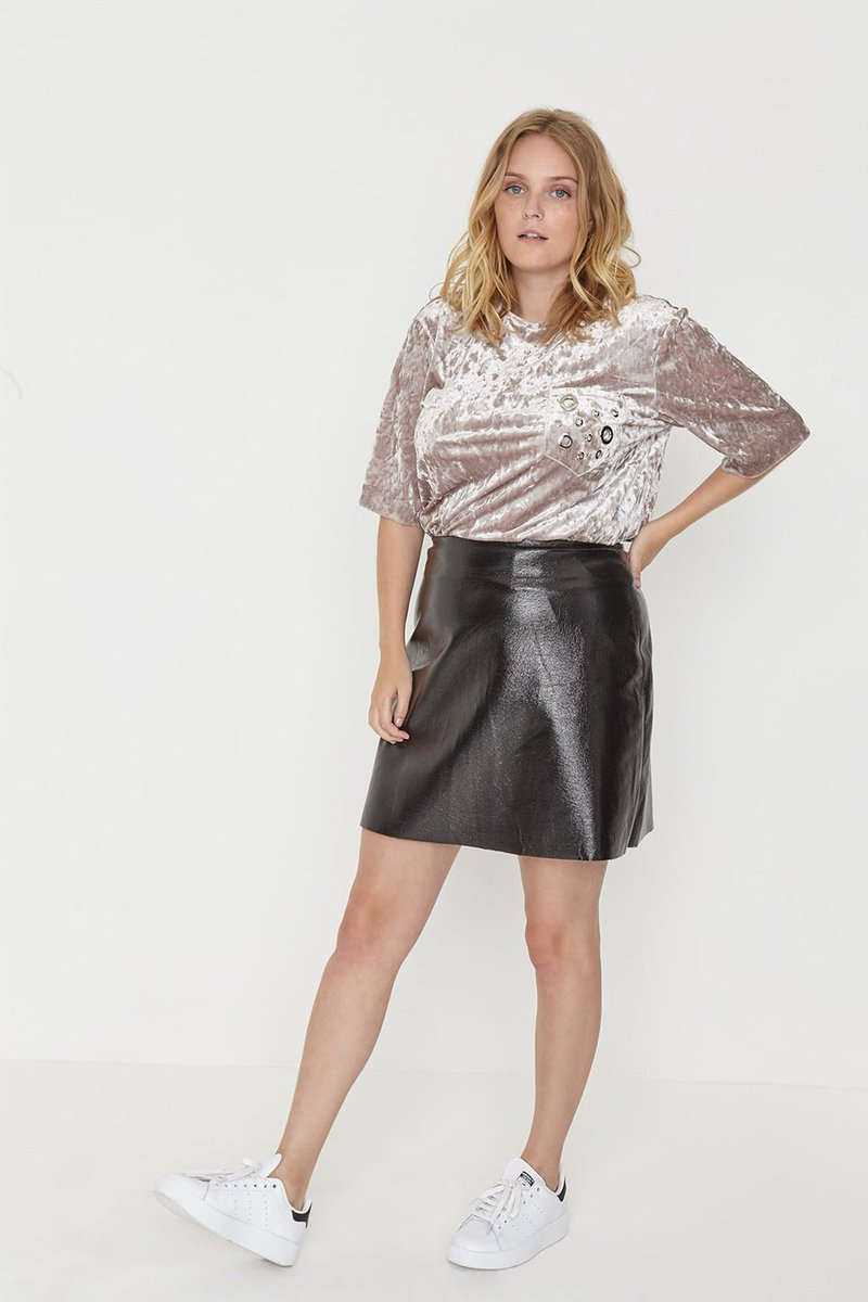 test Twitter Media - A faux leather skirt - the ultimate wardrobe essential https://t.co/DvQevyne0F https://t.co/jXQyuYrZFV