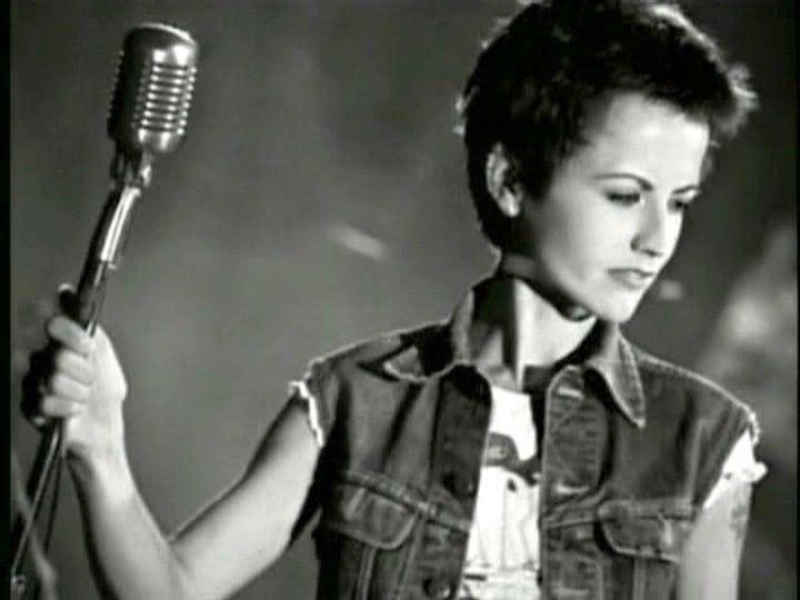 Flash - la chanteuse des #Cranberries #doloresORiordan est décédée à 46 ans via @SkyNewsBreak