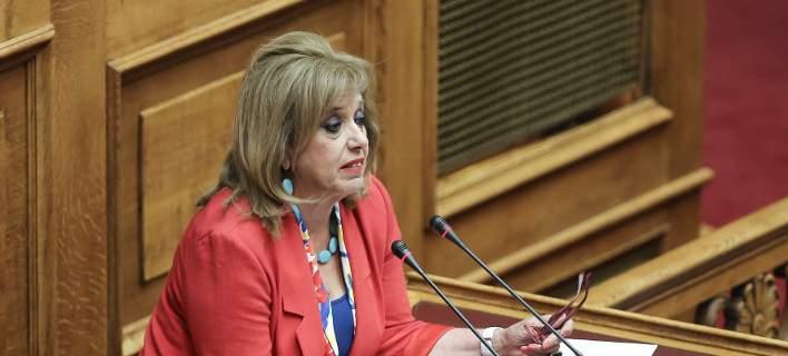 RT @MariaDecokeke: Πάμε όλοι μαζί:  Ολεεεε  και η #Μεγαλοοικονομου στο ΣΥΡΙΖΑ  #vouli https://t.co/D6XNDGMddB