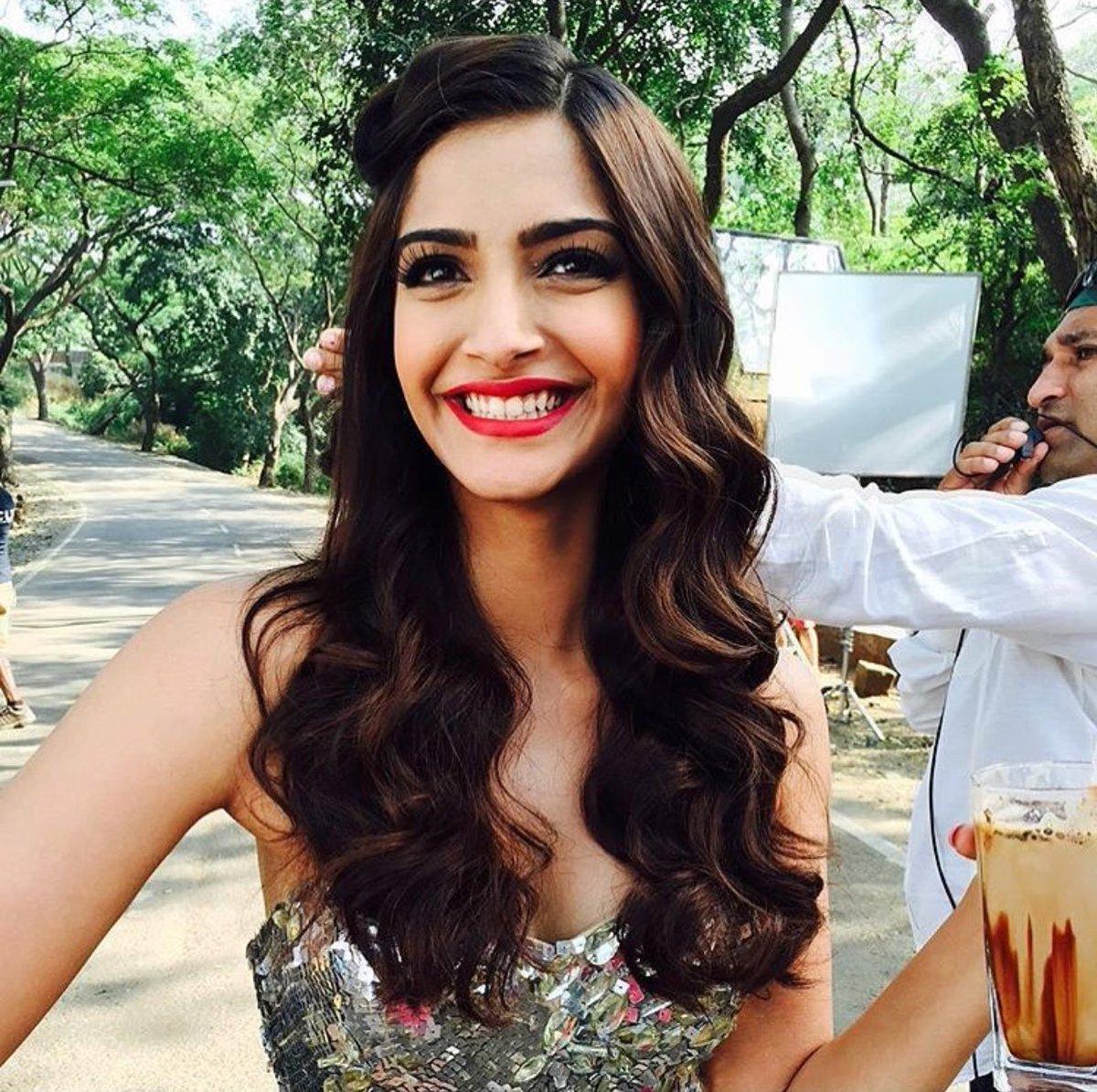 Twitter Sonam Kapoor nude (63 images), Selfie