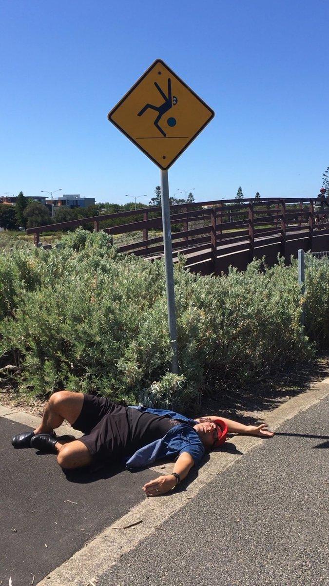 RT @KashaDavis: Caution SPONTANEOUS DEATH DROPS occur 🇦🇺 @RuPaulsDragRace https://t.co/0UKwYNSls1